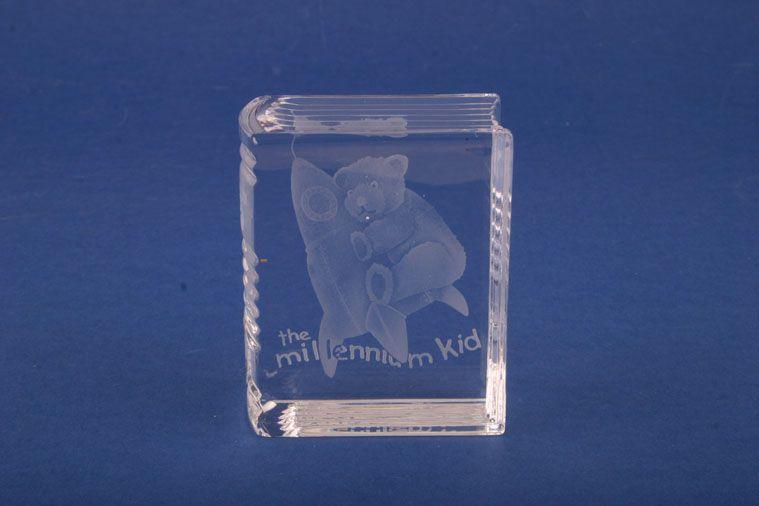 Stuart - Millenium - Ornament - Glassware - The Millenium Kid - Memento Millenium Birth